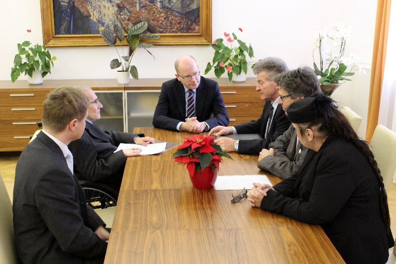 Předání petice ZZP premiérovi Sobotkovi